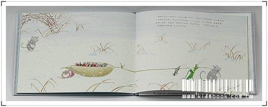 內頁放大:*柳樹村昆蟲繪本4:軟綿綿的棉被(日文) (附中文翻譯)樣書出清(現貨數量:1)