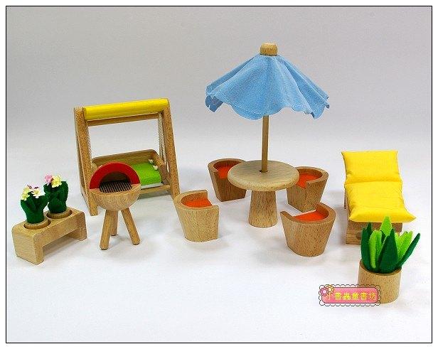 內頁放大:娃娃屋配件:庭院組 S555G(絕版商品)