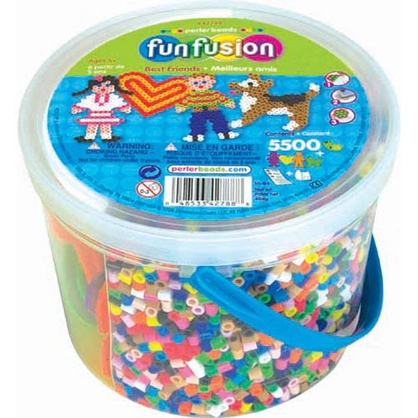 內頁放大:Perler拼拼豆豆-男孩、女孩和小狗5500顆拼豆組合桶42788